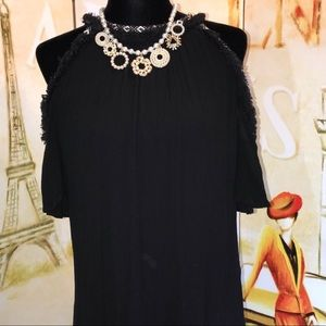 Halter style cold shoulder dress. 🌴🌞